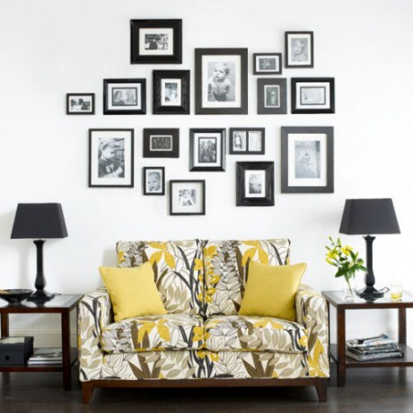 Decorar pared con muchos cuadros