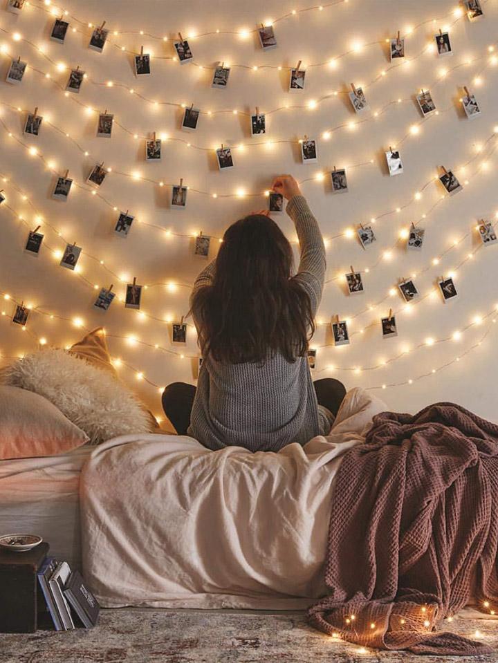 Decorar paredes con fotos y luces