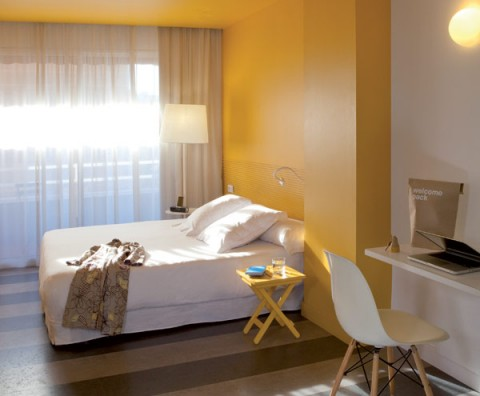 chic-and-basic-hotel-Barcelona-11