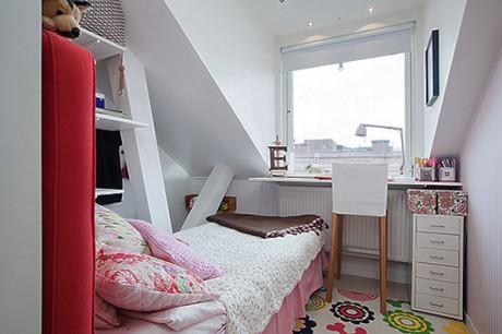 Habitación pequeña en buhardilla