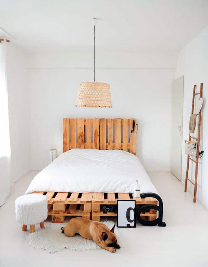 Decorar el dormitorio con palets como cama