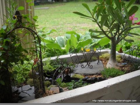 Jardines en miniatura increibles decorar hogar for Jardines con piedras y macetas