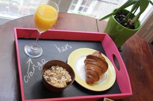 bandeja-desayuno-pintura-pizarra-06