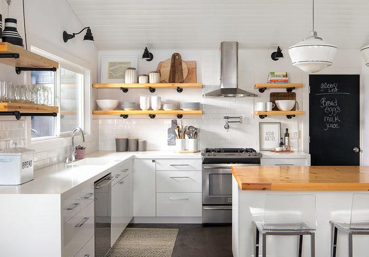 Estanterías abiertas en cocina moderna vintage