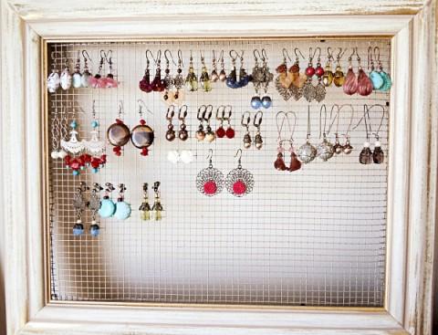 12 ideas para guardar las joyas decorando decorar hogar - Para colgar pendientes ...
