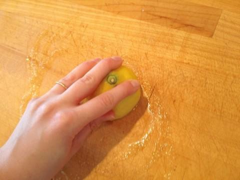 como-limpiar-tablas-de-cortar-de-madera-04