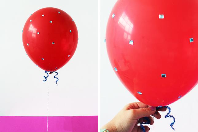 Adornar un globo rojo para cumpleaños