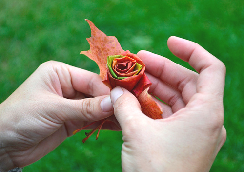 hacer-una-rosa-con-hojas-04
