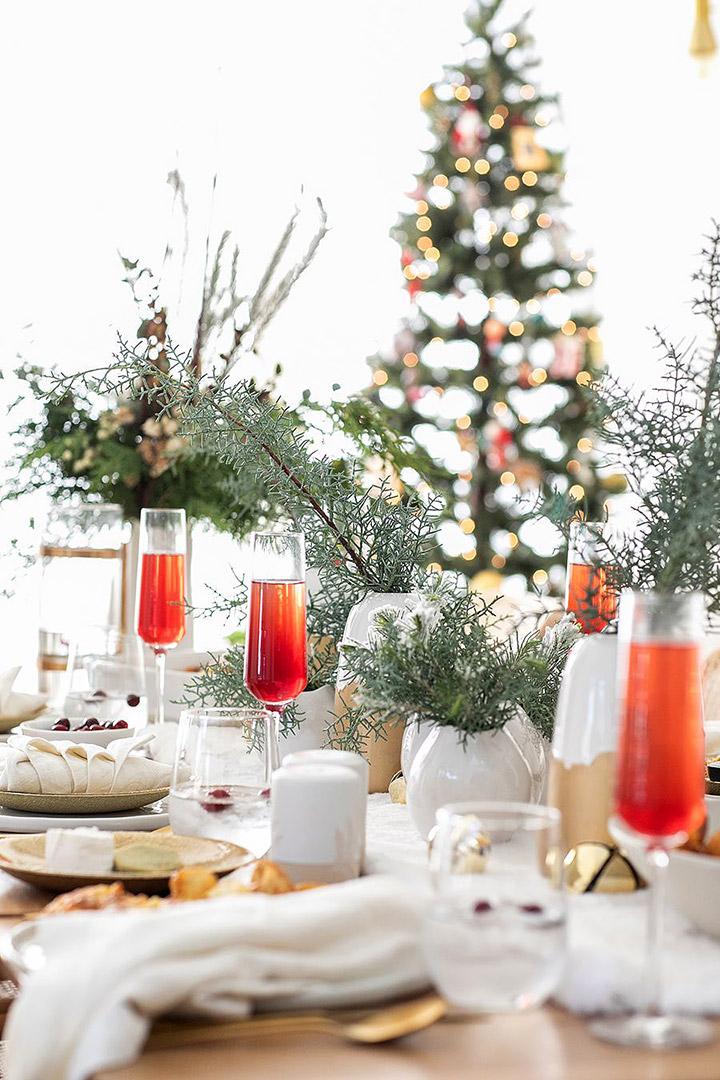 Cómo decorar una mesa de comedor para Navidad