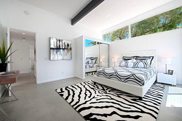 10 armarios de puertas correderas con espejo decorar hogar for Modelo de puertas para habitaciones modernas