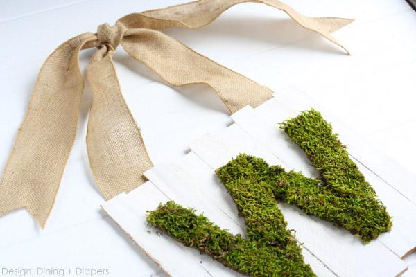 Letras decoradas con musgo
