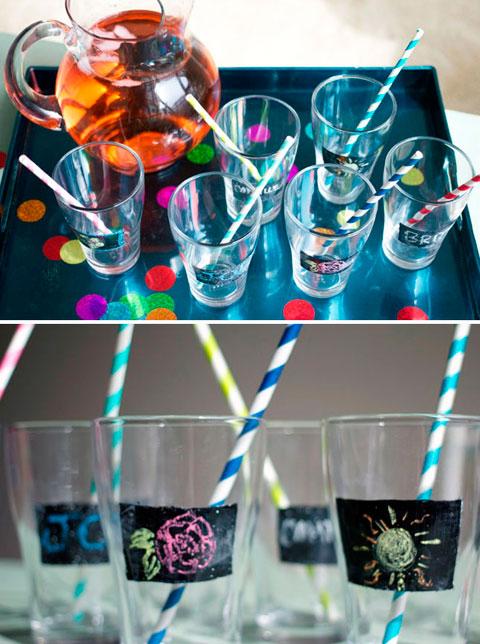 Vinilo de pizarra en vasos para niños