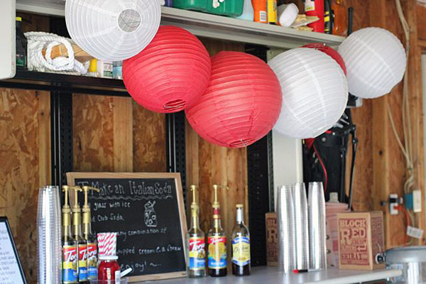 Aperitivos en un garaje para una fiesta
