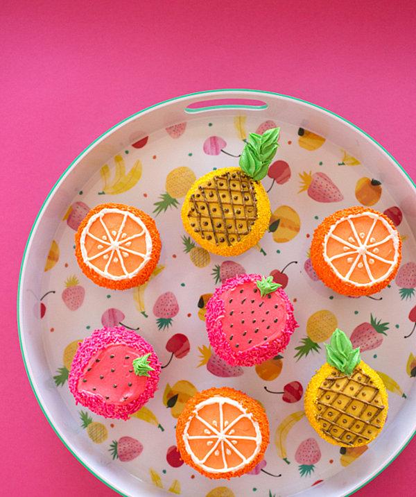Decoración tropical con cupcakes