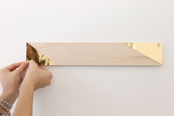 Colgar la madera en la pared