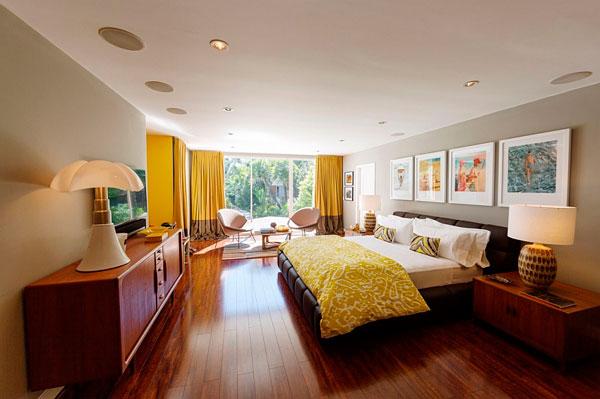 Dormitorio al estilo Beverly Hills de ambiente relajado