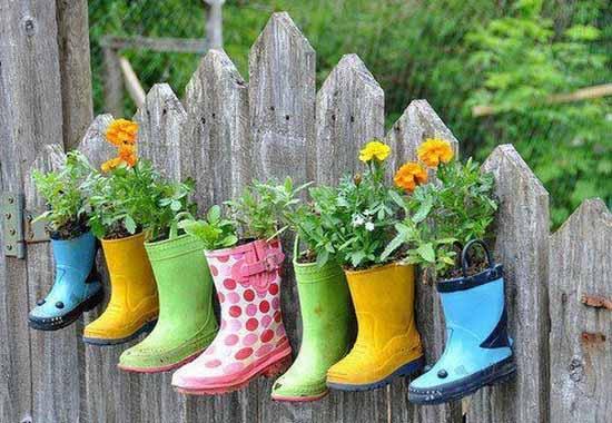 Hacer maceteros con botas de agua