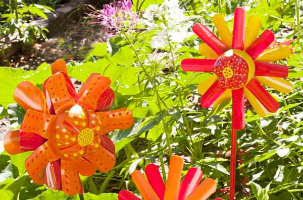 Reciclaje creativo: Hacer flores con una botella