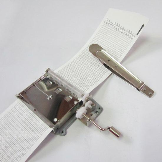 Mecanismo para hacer sonar música con tarjetas perforadas