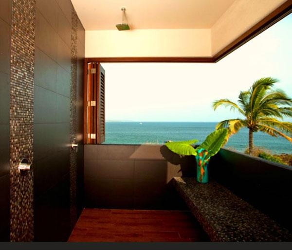 Ducha exterior con vistas de lujo al Caribe