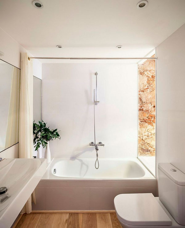 Cuarto de baño pequeño en el apartamento de Les Corts