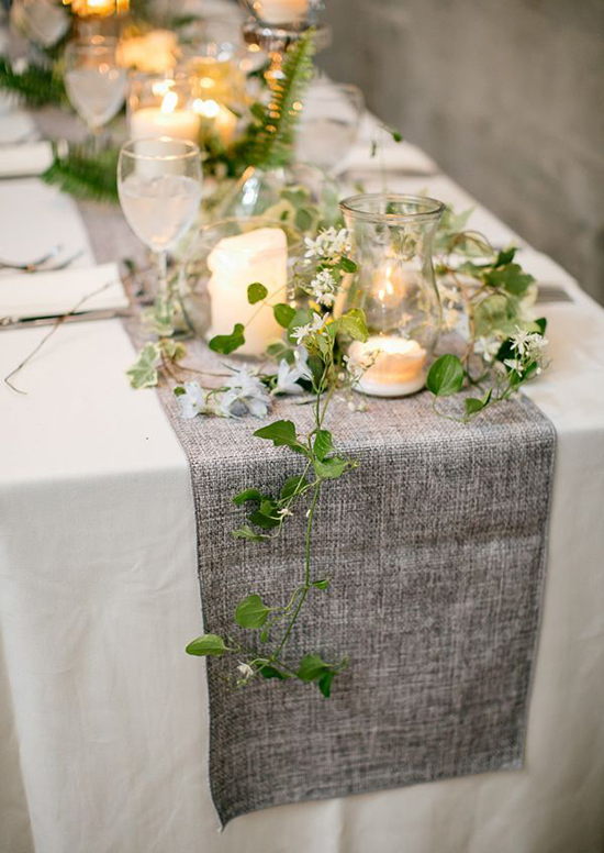 Decoración de una mesa de campo para una boda vintage