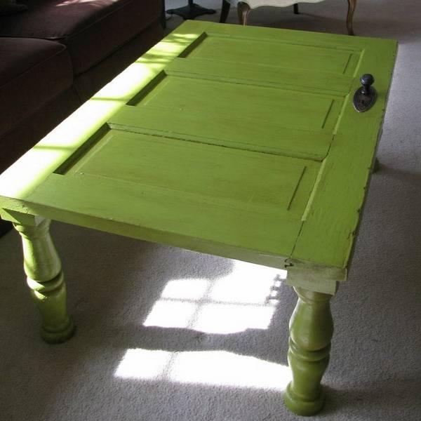 Hacemos una mesa auxiliar con una puerta de madera