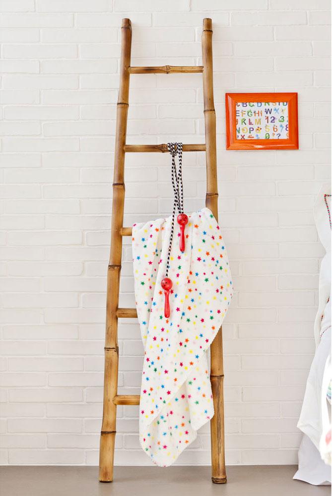 Escalera de bambú para colgar toallas