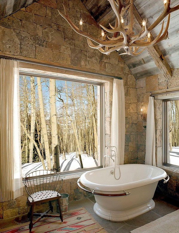 Lavabo de estilo rústico con elementos eclécticos