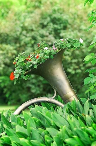 Convertir un instrumento musical en una maceta para el jardín