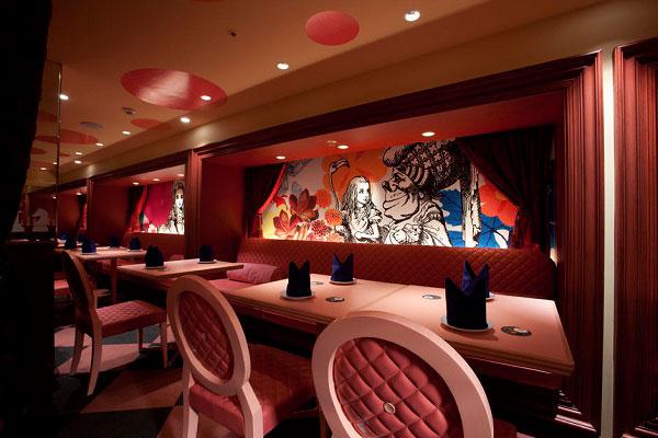 Decoración del restaurante japones Alicia en el país de las maravillas