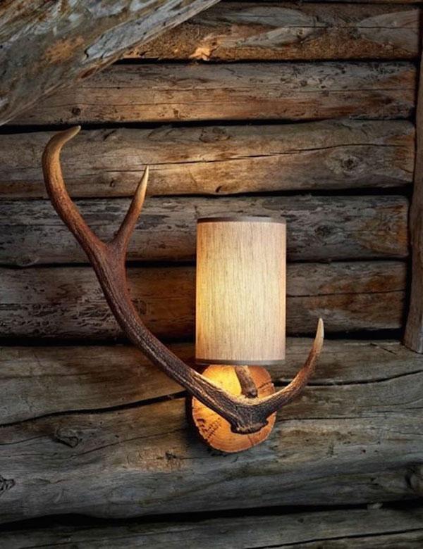 Lámpara hecha con cuerno de ciervo