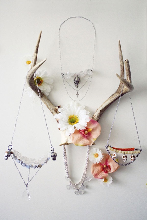 Ideas para decorar con cuernos de ciervo decorar hogar - Para colgar collares ...