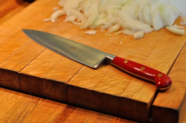 Los cuchillos de metal caro no hay que lavarlos en el lavavajillas