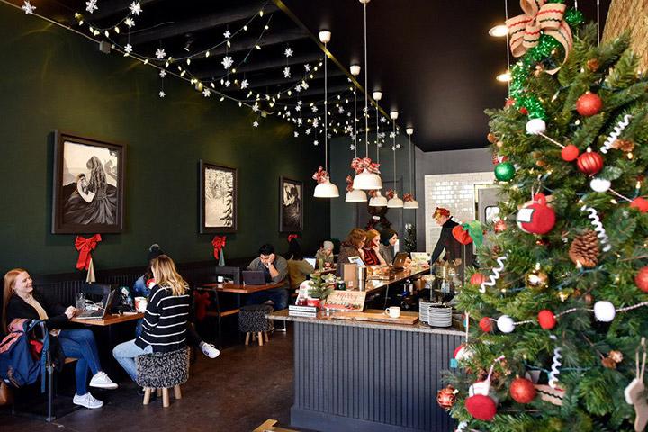 Como decorar un bar cafetería en Navidad