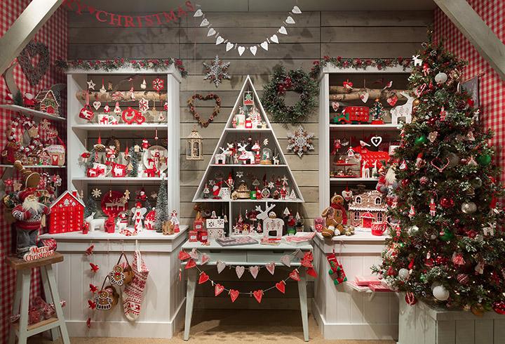 Decoración de una tienda en Navidad