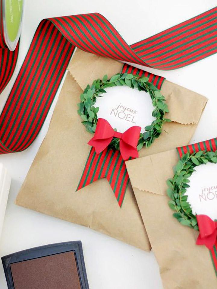 Envolver regalos navideños con sobres bonitos