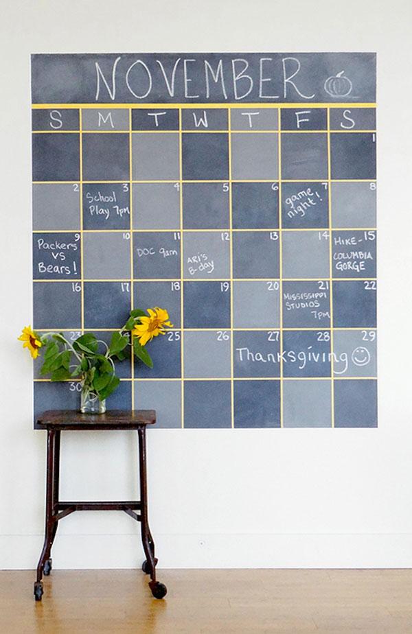 calendario con pintura de pizarra