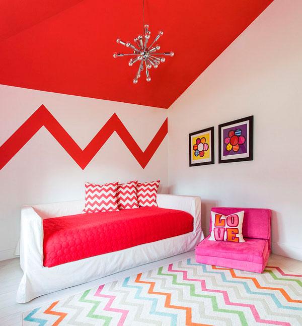 Dormitorio para niños con el techo en rojo y zig zags