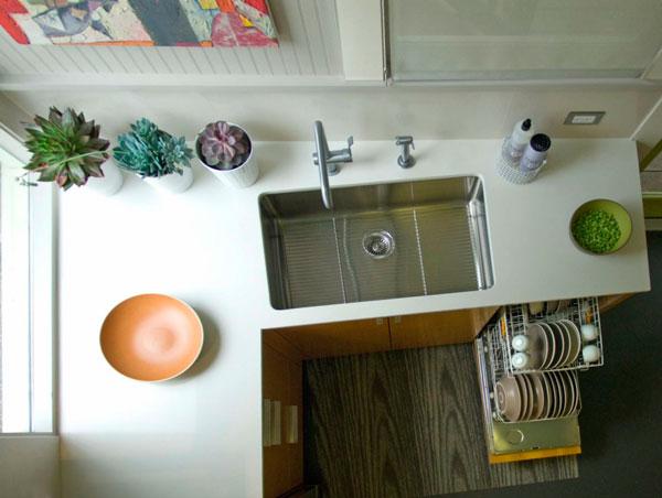 Trucos para limpiar la casa rápido: Esconder los platos sucios