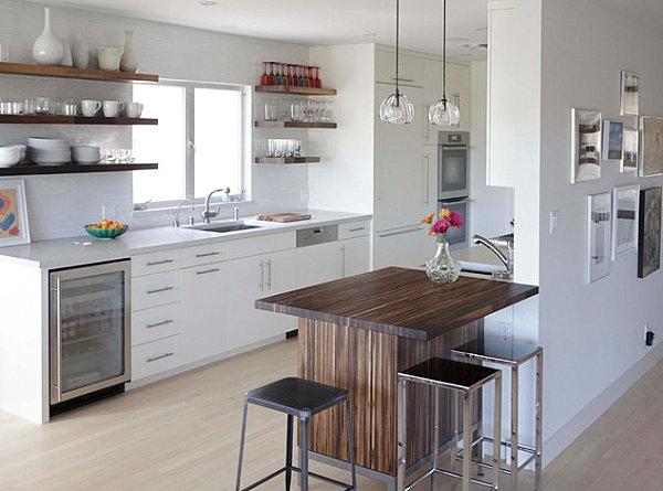 Mesa alta estilo barra de desayuno en la cocina