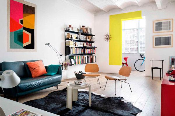 Comedor y sala de estar de este piso renovado en Barcelona
