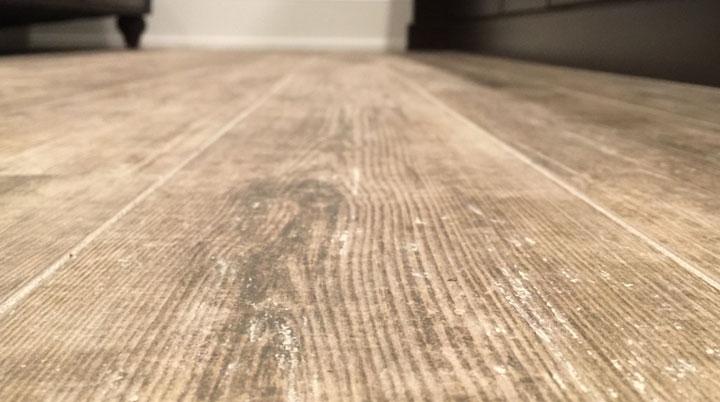 Cómo limpiar suelos porcelánicos imitación madera