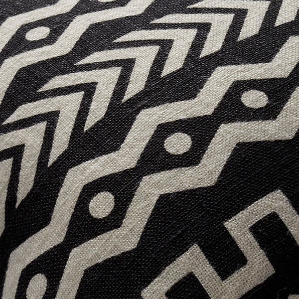 Cojín tendencia de textil con patrones y cenefas