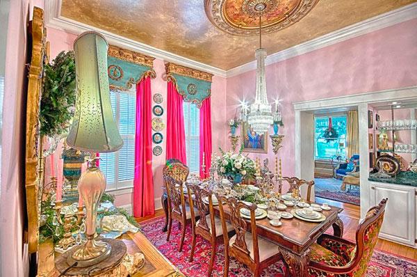 Comedor victoriano decorado con oro