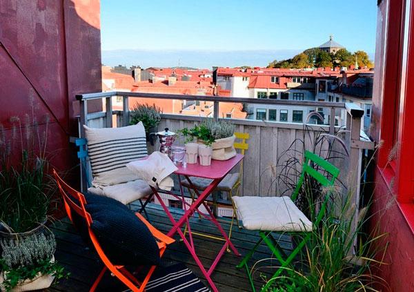 DIY Terraza con sillas pintadas de colores