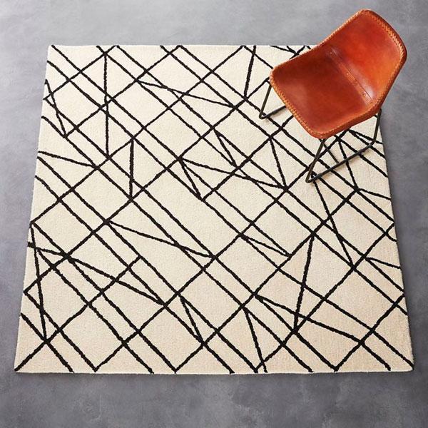 Últimas tendencias en alfombras con líneas orgánicas color crema y negro