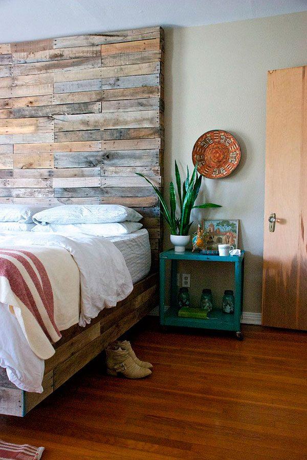 Pared cabecero de cama en madera reciclada antigua