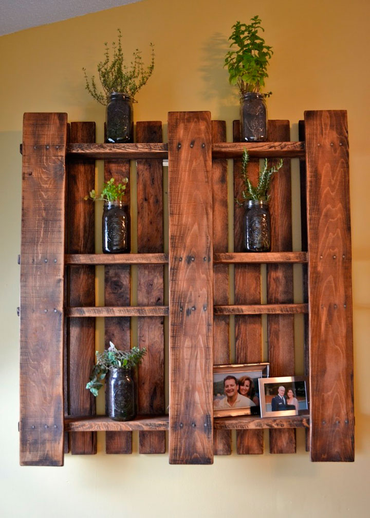 Estantes de palets de madera reciclada