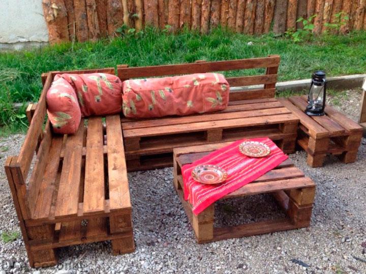 Muebles de jardín con palets de madera reciclada